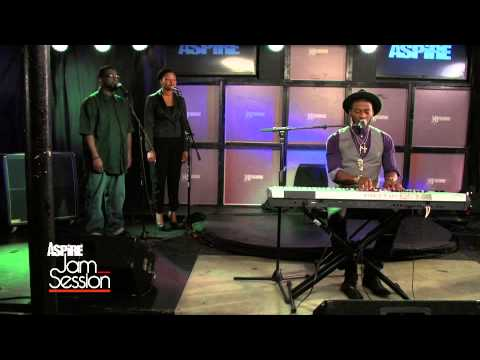 """Jam Session: Timothy Bloom """"Come All Ye Faithful"""" Live"""