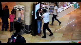 Mädchen wird wegen ihrem Hijab belästigt und angegriffen    Soziales Experiment