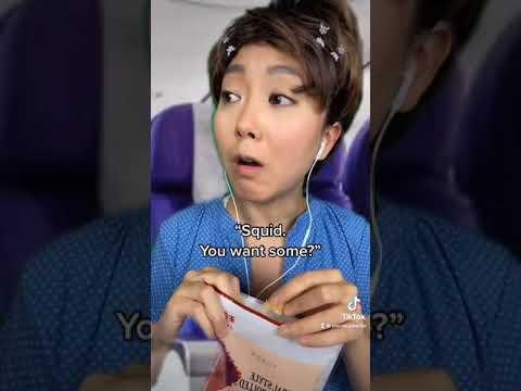 When your mom brings stinky snacks on the plane #shorts - Jeenie.Weenie