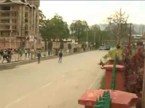 Students of sp higher secondary srinagar clashes with forces