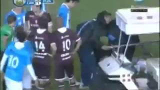 Camoranesi prende a calci in faccia un avversario thumbnail