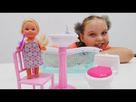 Aile oyunu! #Barbie ve Steysi kreşa hazırlanıyorlar ve GEÇ kalıyorlar!#kızkanalında eğlenceli video