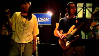 2012.07.28 愛知県名古屋市中村区にあるライブバーU-reeさんでのライブです。 松田聖子さんの名曲SWEET MEMORIESをカバーさせて頂きました。サポートはあダッティ ...