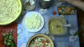 Салат из пекинской капусты с горчичино-желтковой заправкой.