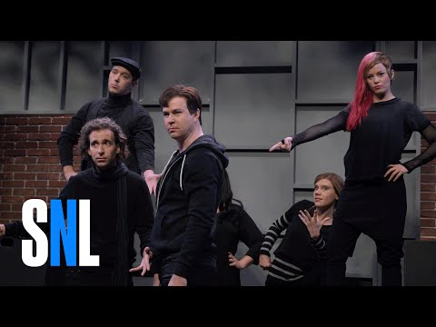 High School Theatre Show with Elizabeth Banks - SNL