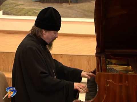 Белгородский митрополит Иоанн исполнил на рояле Yesterday
