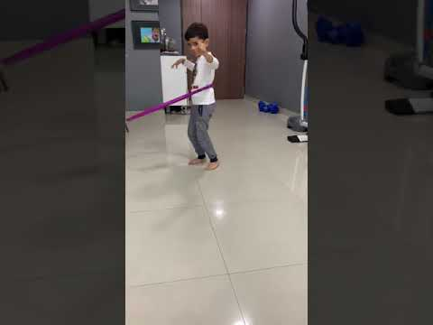 5 year old hula hooping without any training