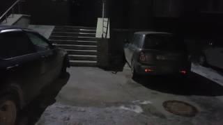 Парковка у подъезда 7 марта