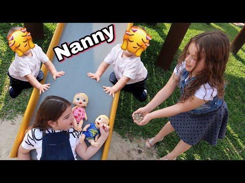 MARIA FINGE SER BABÁ DOS GÊMEOS POR UM DIA - Pretend to play nanny Baby Alive