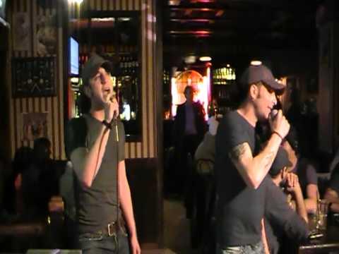 """Karaoke Match - Serata 1 - Alessio Rosati canta """"Vivo per lei"""""""