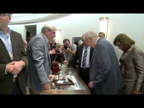Warren Buffett sells jewelry at Borsheims