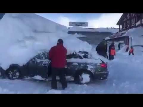 AUSTRIA: immagini shock di un automobile liberata dalla neve!