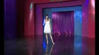 Ca sĩ Minh Thư hát bài Như khi bắt đầu on Yahoo! Video
