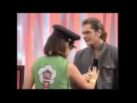 Nacho Vidal  le muestra el culo a Marta Torné entrevista.