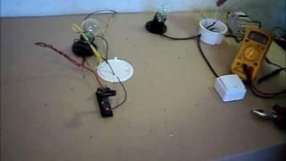 Схема подключения одноклавишного выключателя(Из этого видео вы узнаете как соединить провода в распредкоробке от одноклавишного выключателя на лампочк..., 2012-02-26T20:56:26.000Z)