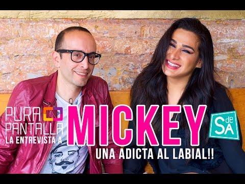 Divertida entrevista a Mickey una adicta al labial – Helder Beltrán