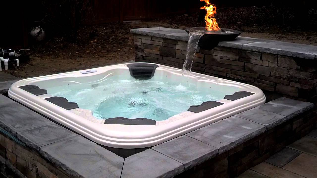 Jacuzzi Whirlpool Unterschied Bullfrog Spa With Water And Fire Bowl Feature - Youtube