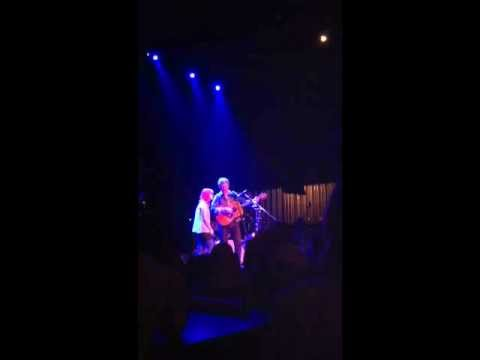 "Glen Hansard sings ""Falling Slowly"" with lucky fan at Pabst Theater"