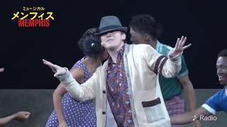 初演と再演ごちゃ混ぜ、舞台映像中心にヒューイの歌唱シーンを抜粋 ミュ...