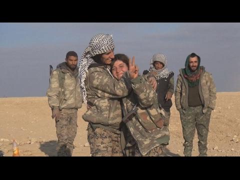 Une combattante de l'armée syrienne à RT : tomber dans les mains des terroristes ne me fait pas peurde YouTube · Durée:  3 minutes 39 secondes