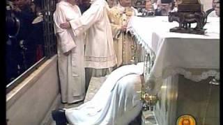Извлечение миро из гробницы Святого Николая