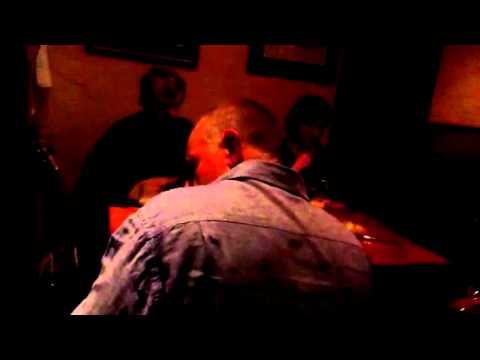Música en Irlanda, pub en Oughtrard,