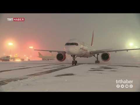 Moskova, son yılların en yoğun kar yağışıyla karşı karşıya kaldı.
