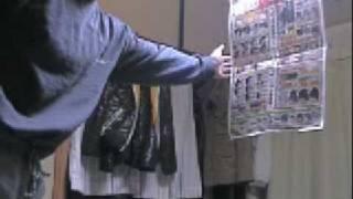 空手の突きによるチラシ破り thumbnail
