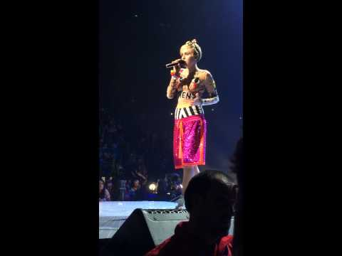 Miley Cyrus Covering Coldplay's 'The Scientist'  in Melbourne, Australia #BANGERZ 10/