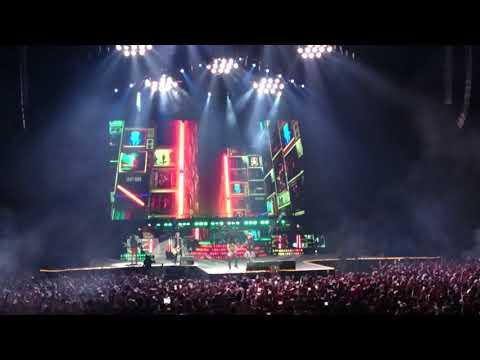 Guns N' Roses – Welcome to the Jungle #GunsNRoses #NotInThisLifetimeTour #GNR