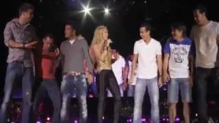 barcelona players on stage with shakira suerte