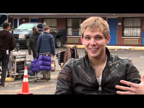 Disconnect: Max Thieriot On How He Got Involved 2013 Movie Behind the s
