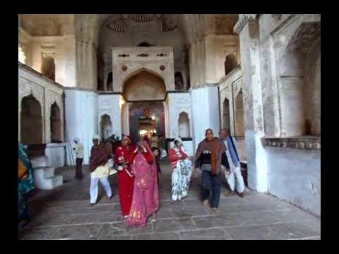 Orchha, India Temple Tour and Main Square