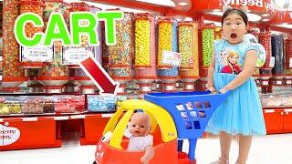 بولام تلعب في سوبر ماركت للأطفال