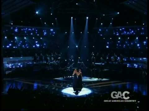 Reba McEntire & Kelly Clarkson Because Of You(live_dvd) 2006