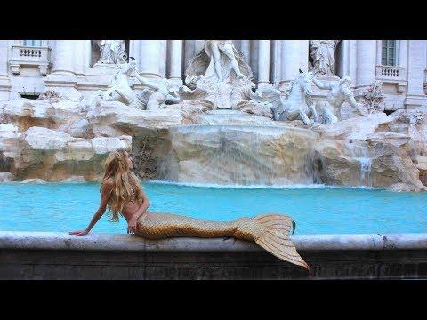 Une Sirène dans la Fontaine de Trevi à ROME !!!