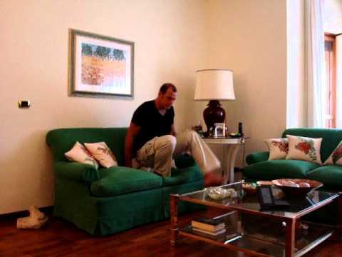 Mal di schiena attenzione alla seduta sul divano my t - Sesso sfrenato sul divano ...