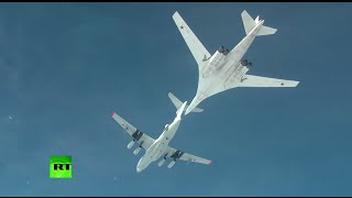 RAW:  Russian Tu-160 'Blackjack' strategic bomber refuels mid-air above Caspian sea