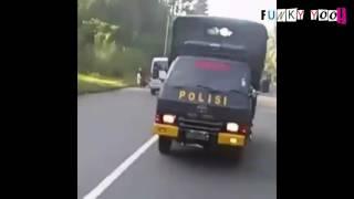 "Heboh! Polisi ikut ""om telolet om"" kalo ga telolet busnya kena tilang haha"