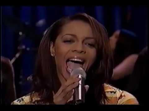 "Terry Ellis of En Vogue, ""Wherever You Are"" (Live)"