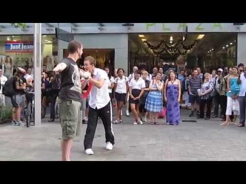 perth street performance