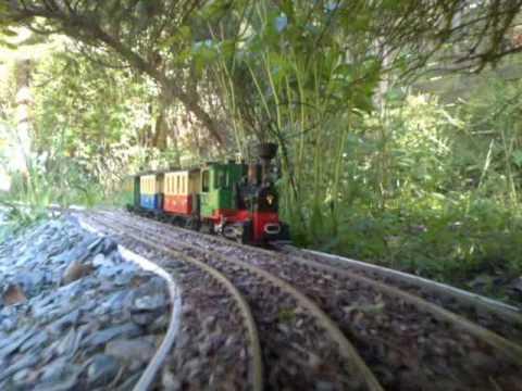 Hlr lgb garden railway video 4 youtube for Garden railway designs