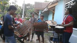 "Traditional Music in Indonesia Kentongan Banyumas ""Baturaden"""