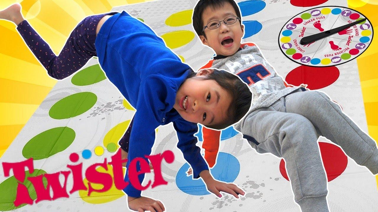 むり~! ツイスター で遊んだよ 海外 おもちゃ Twister