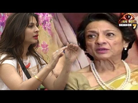 Tanuja REACTS on Tanisha'a ACT -- EXCLUSIVE INTERVIEW Bigg Boss 7 22nd November 2013 FULL EPISODE Travel Video
