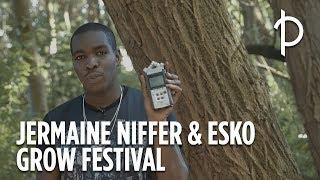 Esko maakt een beat van de natuurgeluiden die Jermaine Niffer op het Grow Festival terrein vindt