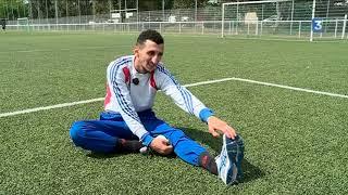 Faute de salle, le boxeur Sofiane Oumiha s'entraîne sur un terrain de foot à Toulouse