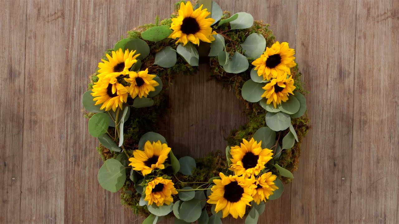 Easy diy sunflower wreath southern living youtube for Southern living login