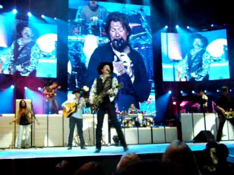 """brooks-&-dunn-last-rodeo-pittsburgh-2010-""""ain't-nothing-bout-you"""""""
