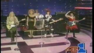 Go-Go's - Our Lips Are Sealed + We Got The Beat (American Bandstand 1982)